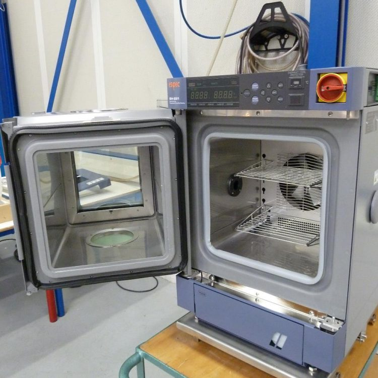 Climate chamber with expansion for tensile tester
