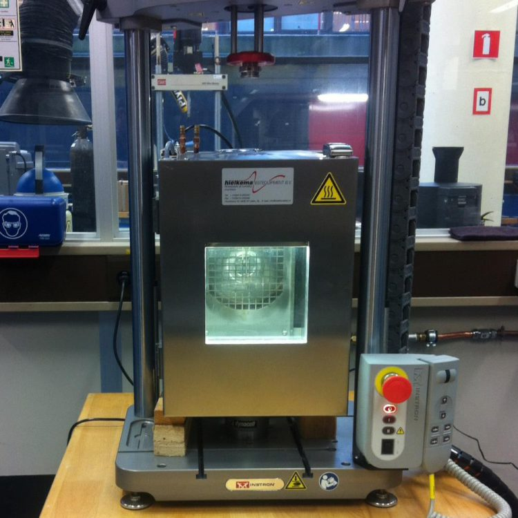 Temperature chamber for tensile tester