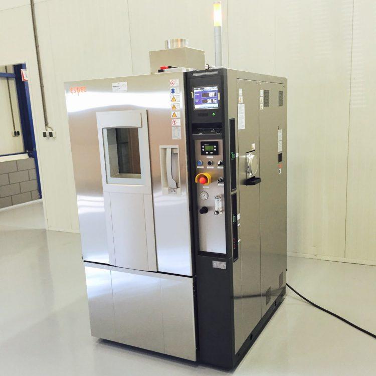 Gemodificeerde klimaatkast voor batterij testen