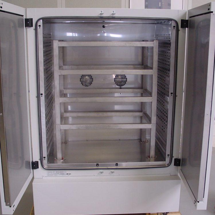 Oven met verstevigd rek voor zware producten